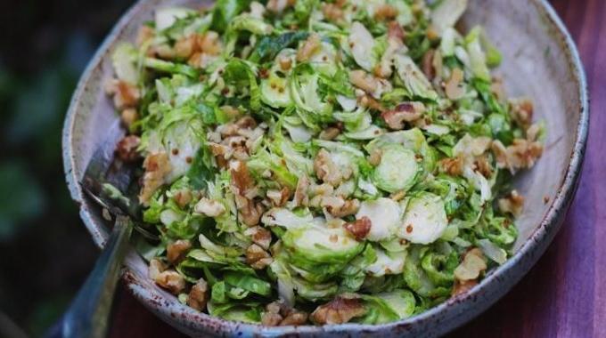 La Meilleure Astuce pour Conserver la Salade Fraîche et Croquante Toute une Semaine.