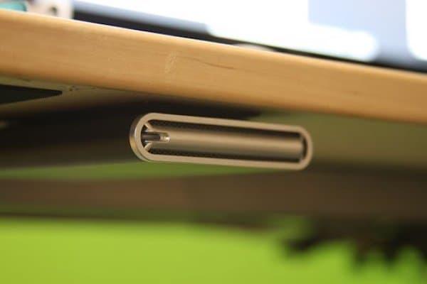 Une super astuce de rangement est d'utiliser du velcro pour ranger votre disque dur externe.