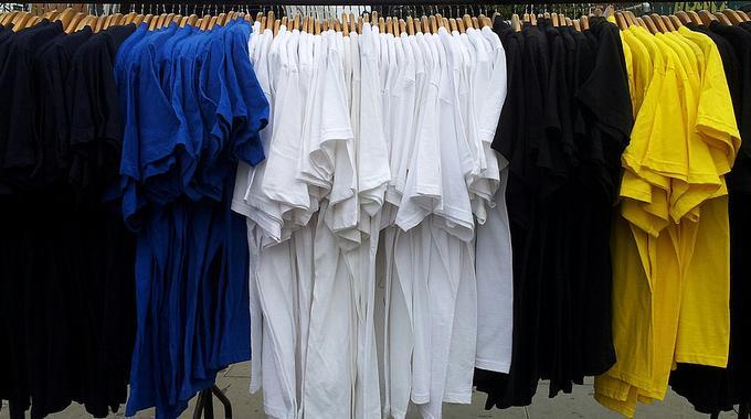 Transformez Votre Vieux T-Shirt en Cabas Écolo en 3 coups de Ciseaux.