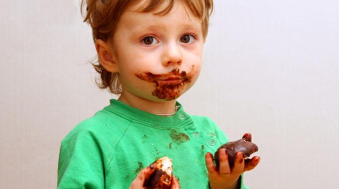 Comment enlever une tache de chocolat sur un v tement le - Enlever des taches sur un matelas ...