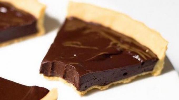 La recette facile de la tarte au chocolat maison - Comment decorer une tarte au chocolat ...