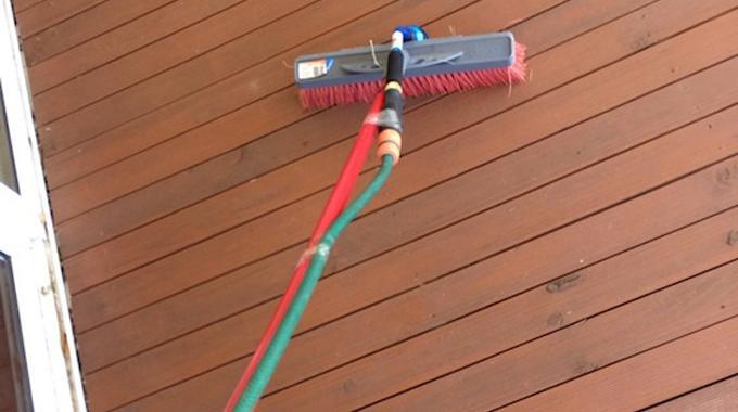 LAstuce La Plus Facile Pour Nettoyer Une Terrasse En Bois
