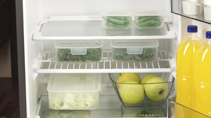 12 astuces pour le frigo et cong lateur qui vont vous simplifier la vie. Black Bedroom Furniture Sets. Home Design Ideas