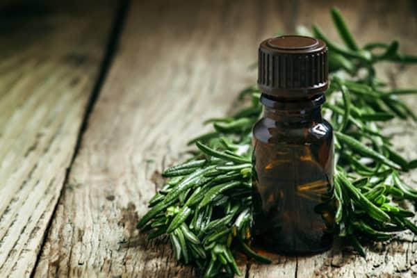l'huile essentielle de romarin et ses usages
