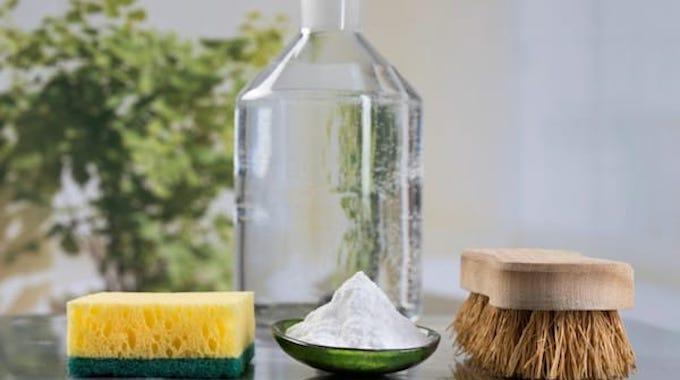 20 utilisations secr tes du vinaigre blanc pour une maison nickel. Black Bedroom Furniture Sets. Home Design Ideas