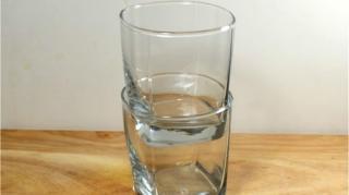 verre coince ensemble