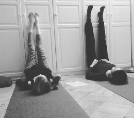 faire du yoga prénatal pour soulager les jambes lourdes gorssesse
