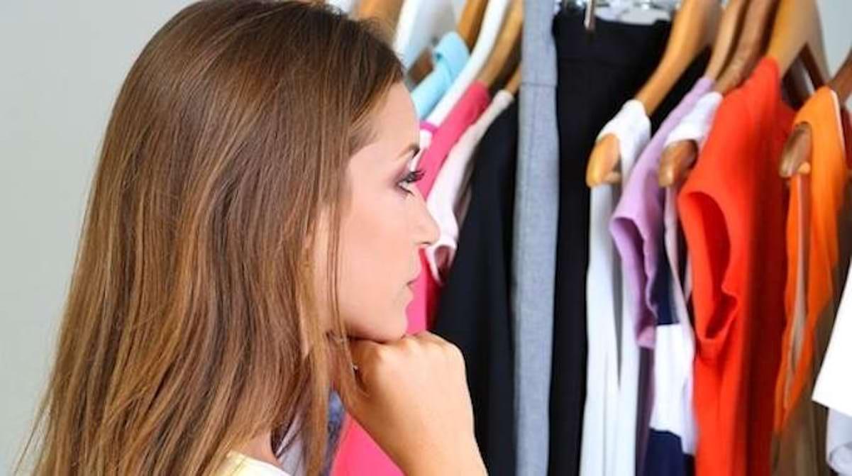 Pour Accrocher Les Vetements 31 astuces pour les vêtements que toutes les filles