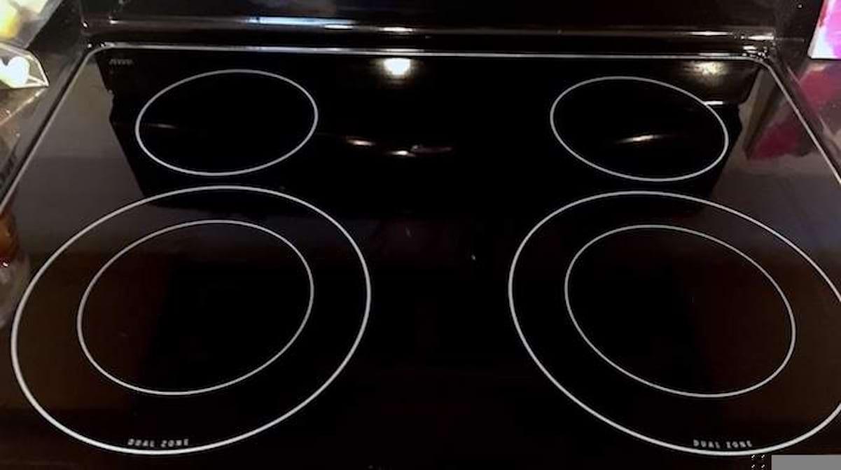 Comment Nettoyer Ma Plaque Induction comment faire briller votre plaque de cuisson en 2 min chrono.