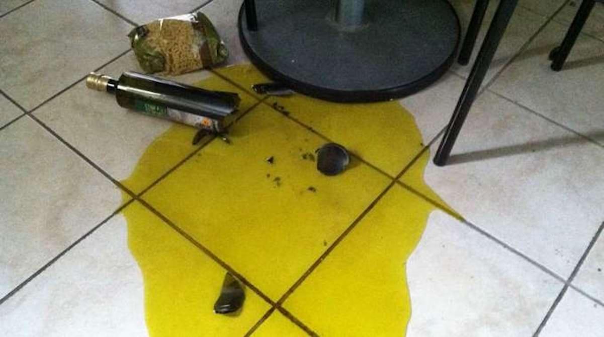 Nettoyer Joint De Carrelage comment enlever de l'huile sur du carrelage avec de la farine ?