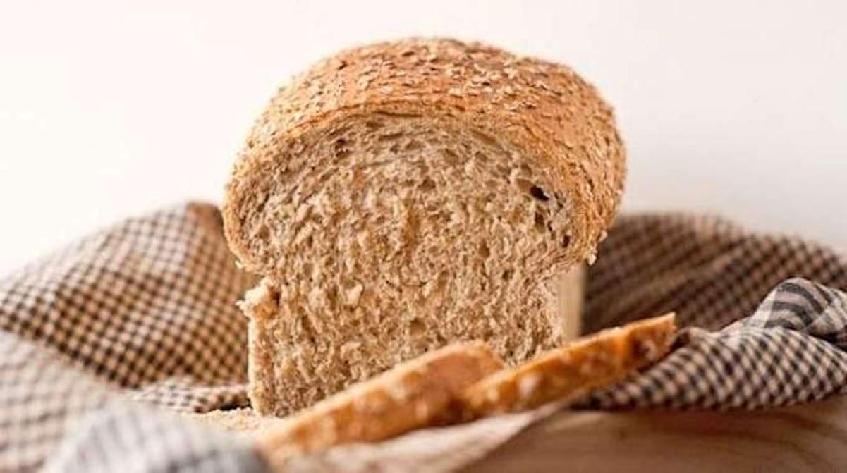 Astuce Pour Décoller Du Papier Peint tache sur papier peint : de la mie de pain pour tout effacer