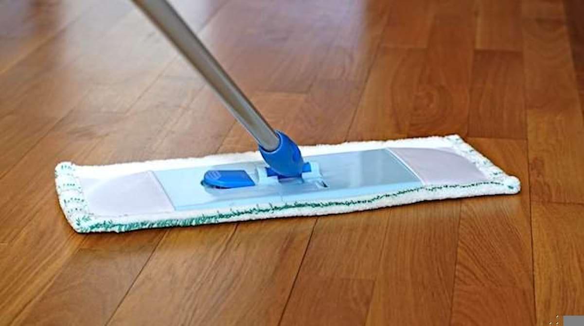 Comment Enlever Des Rayures Sur Parquet Flottant comment nettoyer un parquet stratifié comme un pro (sans