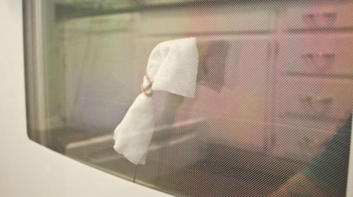Comment Nettoyer Le Four enfin une astuce pour nettoyer entre les vitres d'un four.