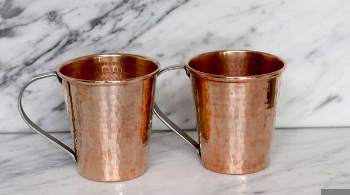 Comment Nettoyer Du Vieux Cuivre l'astuce Étonnante pour faire briller le cuivre avec du coca.