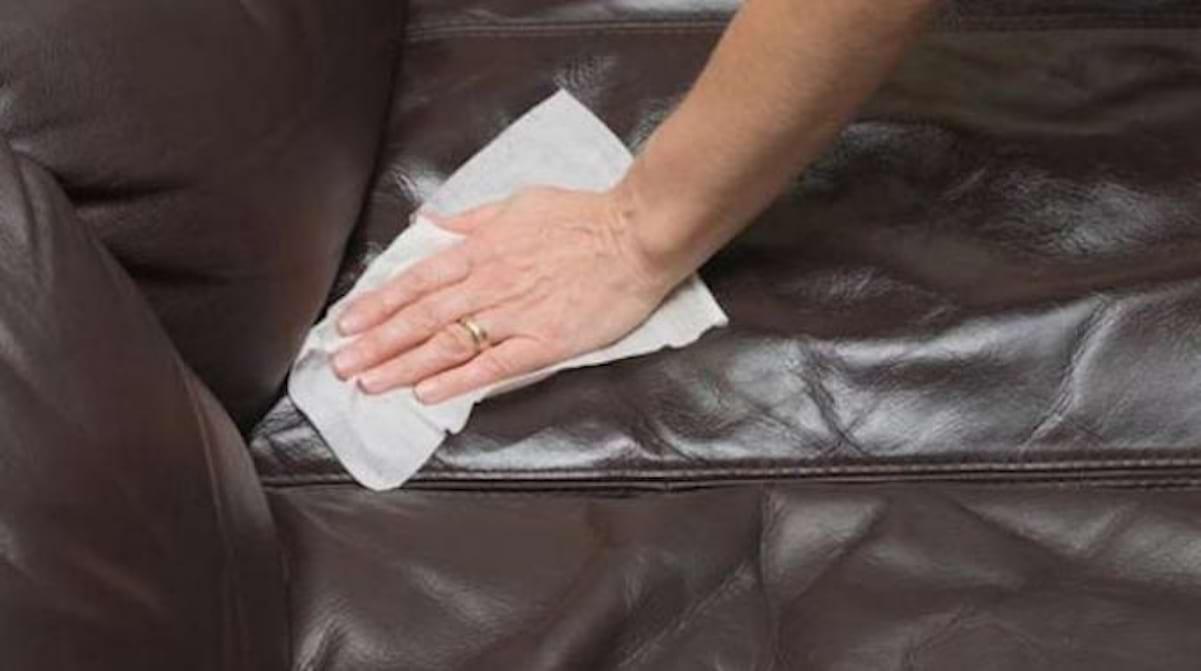 Entretenir Canape En Cuir l'astuce pour nettoyer facilement un canapé en cuir.
